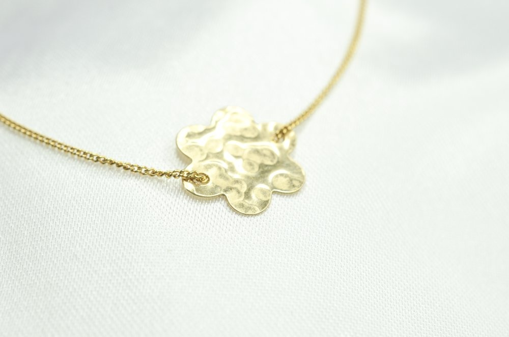 Finches' Finches' Flower Necklace Gold