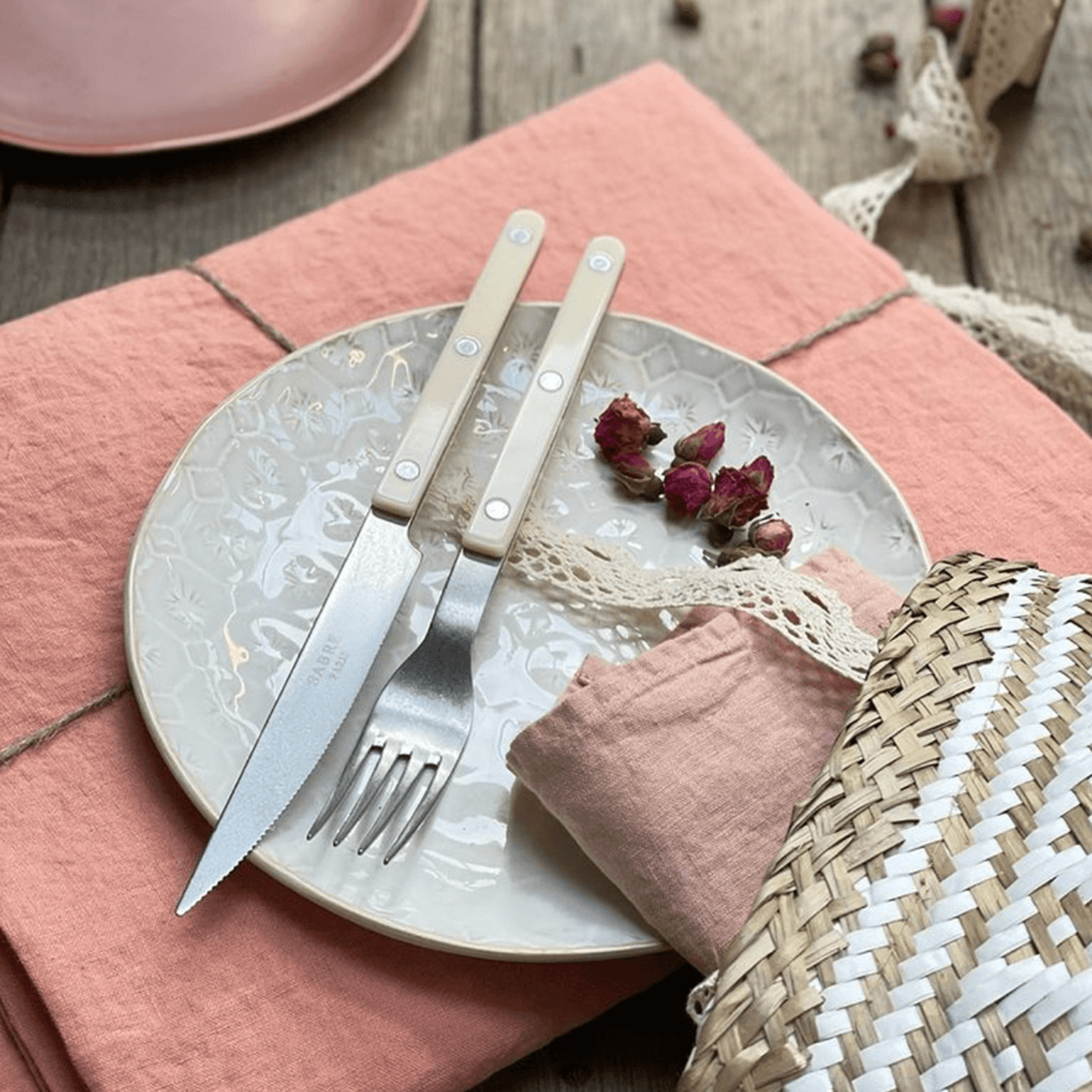 Sabre Bistro Vintage Ivory — 5 pc Place Setting