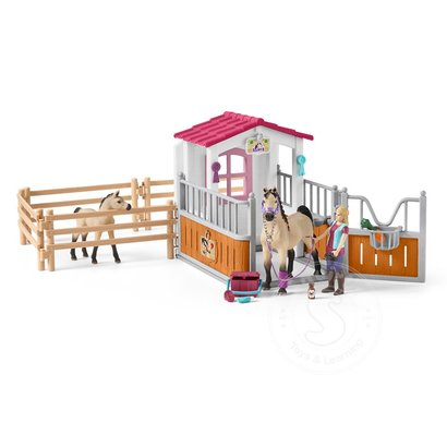 Schleich Schleich Horse Stall with Arab Horses and Groom