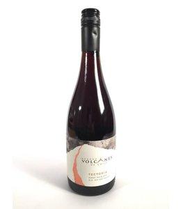 Bodega Volcanes Tectonia Volcanes Pinot  Noir 750 ml