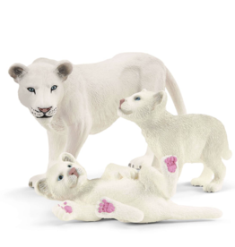 Schleich Lionness with Cubs