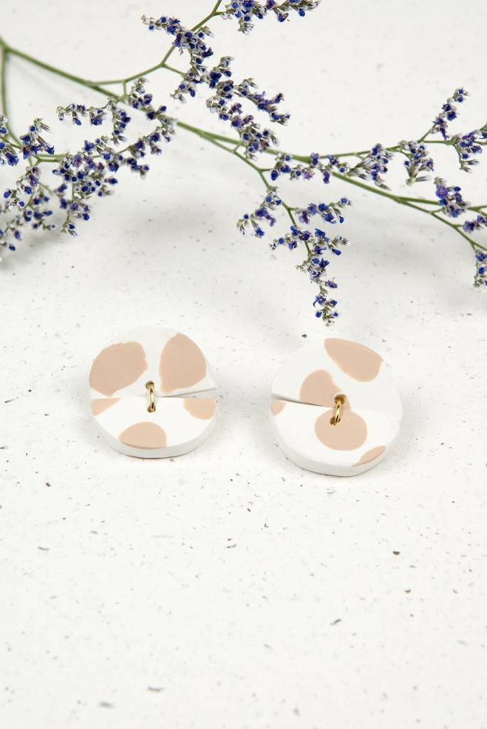 Oeil Noir Beige Circle Earrings
