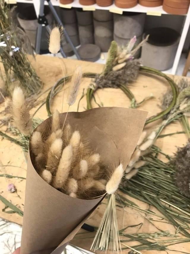 Laurie Anne Fleurs Grass Bouquet