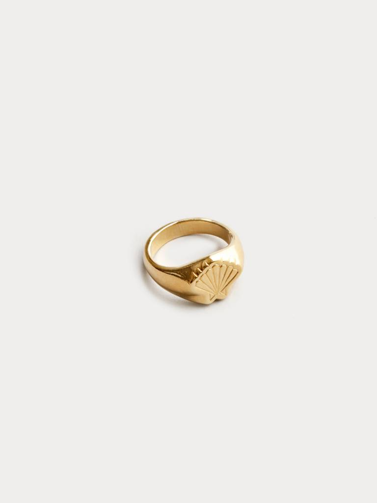 Wolf Circus Shell Ring in Gold