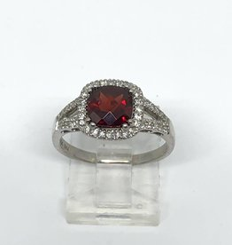 14kt Garnet and Diamond Ring