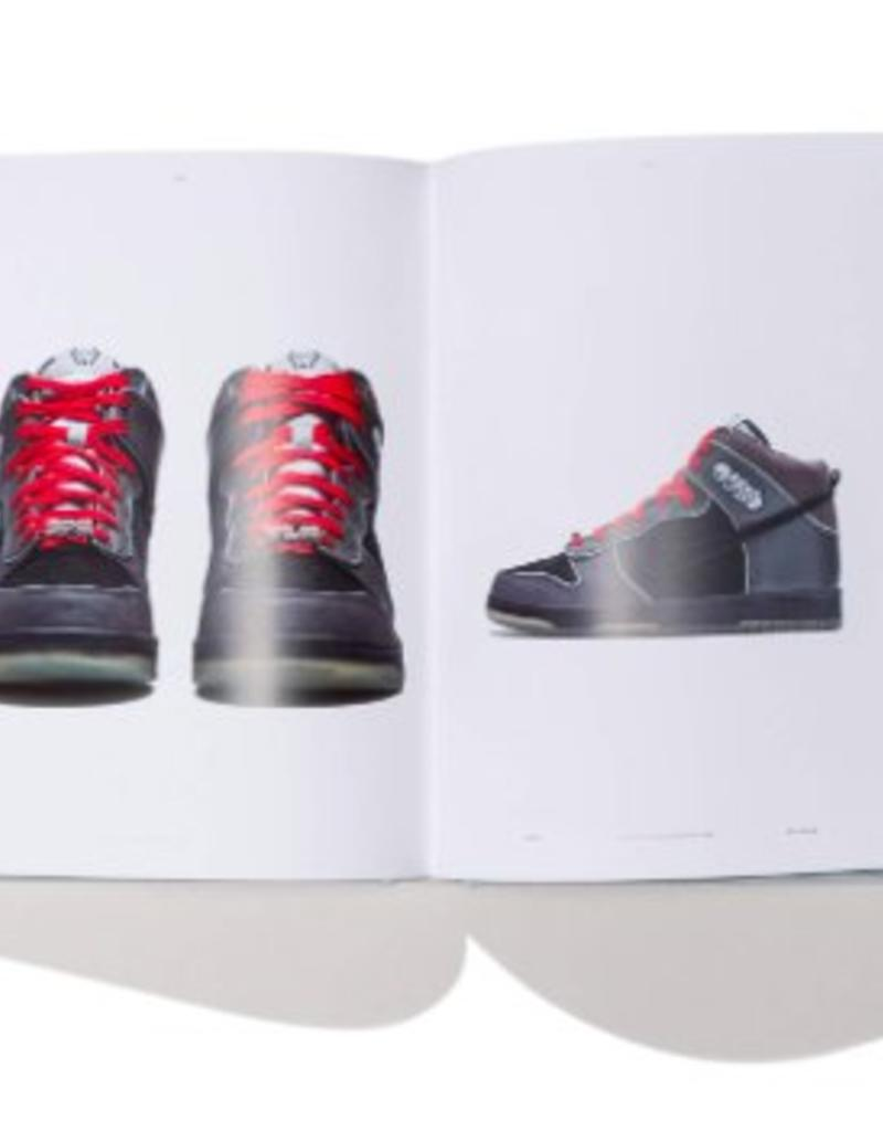 PENGUIN/RANDOM HOUSE NIKE THE DUNK BOOK