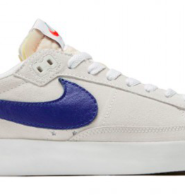 NIKE NIKE SB ZOOM BLAZER LOW GT QS - SUMMIT WHITE/DEEP ROYAL BLUE