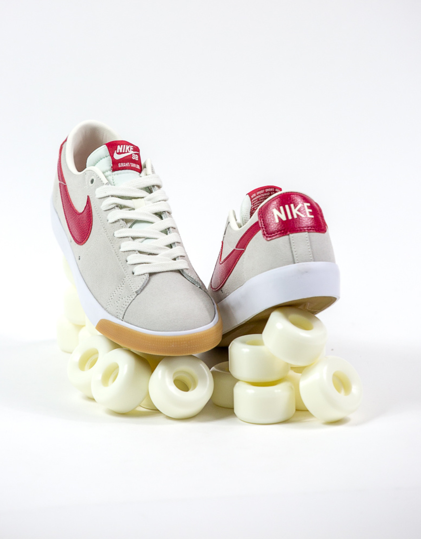 NIKE NIKE SB ZOOM BLAZER LOW GT - SAIL/CARDINAL RED-WHITE