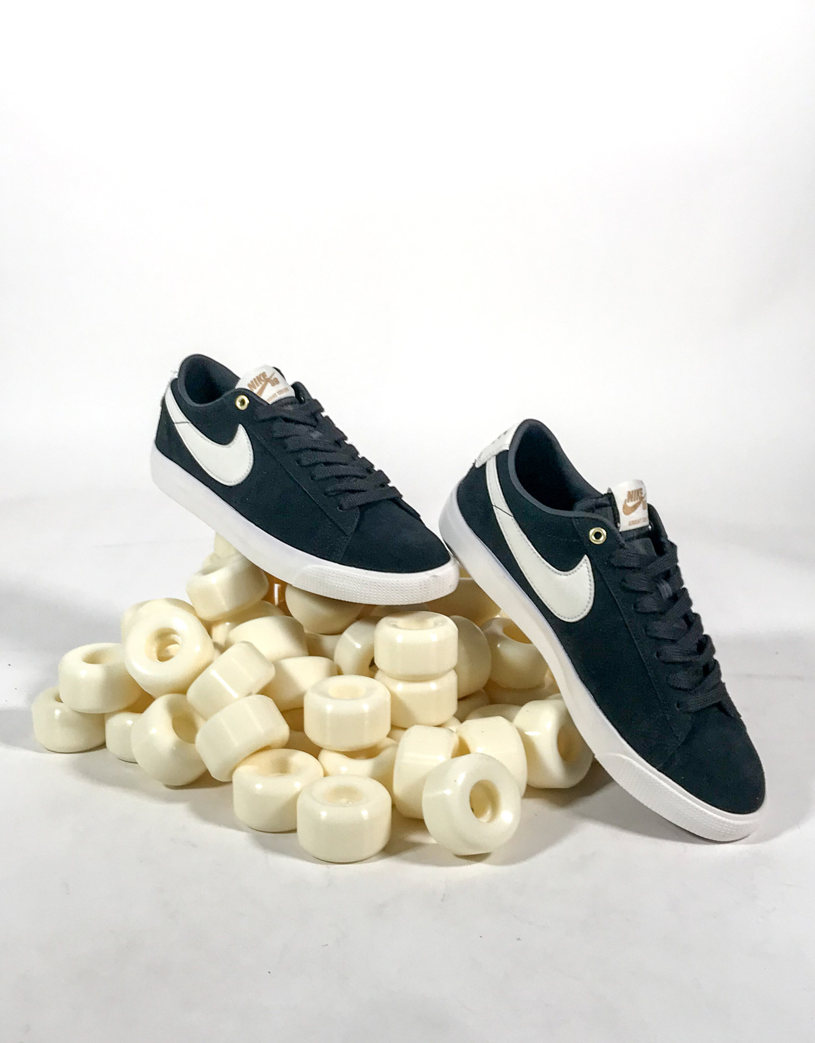NIKE NIKE SB ZOOM BLAZER LOW GT - BLACK/SAIL