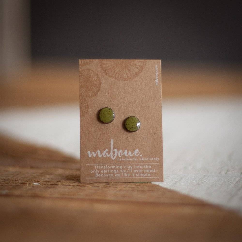 Maboue Maboue Studs en grès vert olive