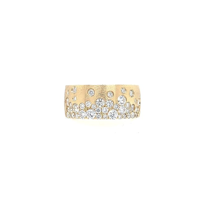 Gold brushed diamond band