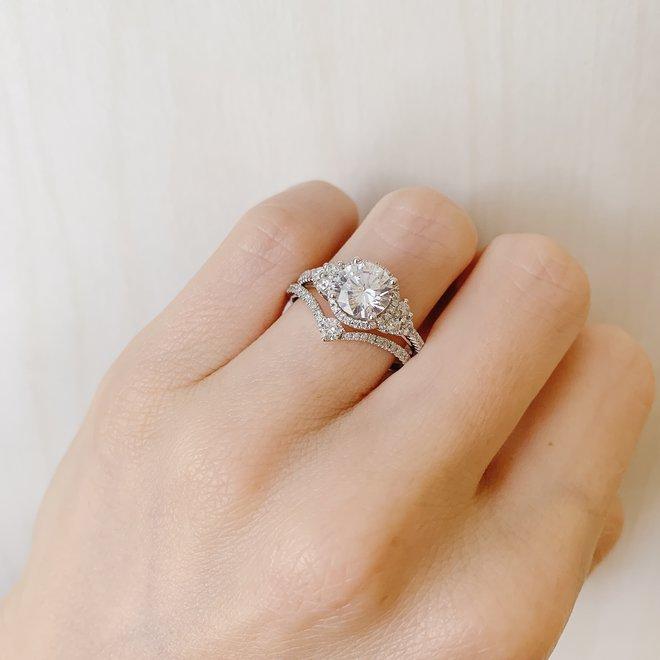 Diamond V shaped ring