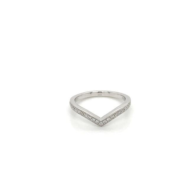 Chevron diamond pave band