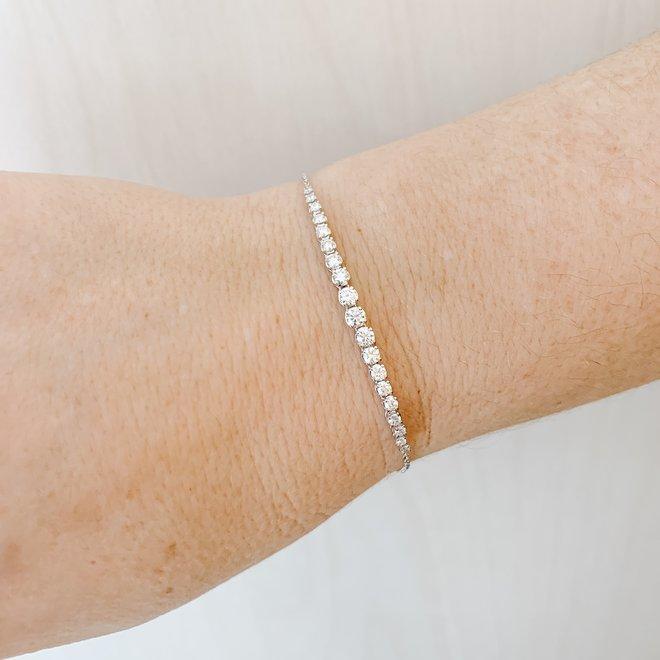 Graduating diamond bracelet