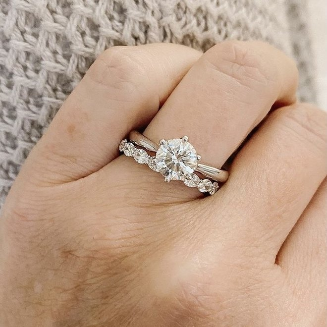 Oval cut diamond eternity band