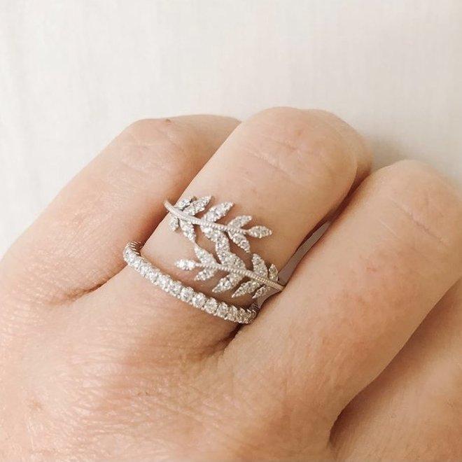 Petite Leaf Ring