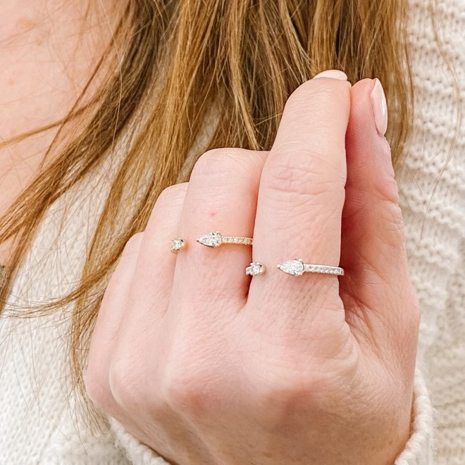 Pear shape diamond fashion ring-yellow gold