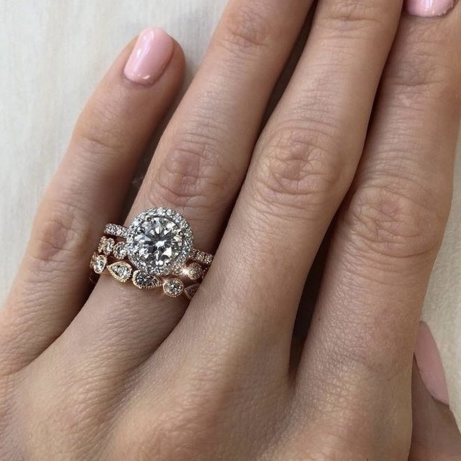 Double pear shaped diamond stackable band - rose gold