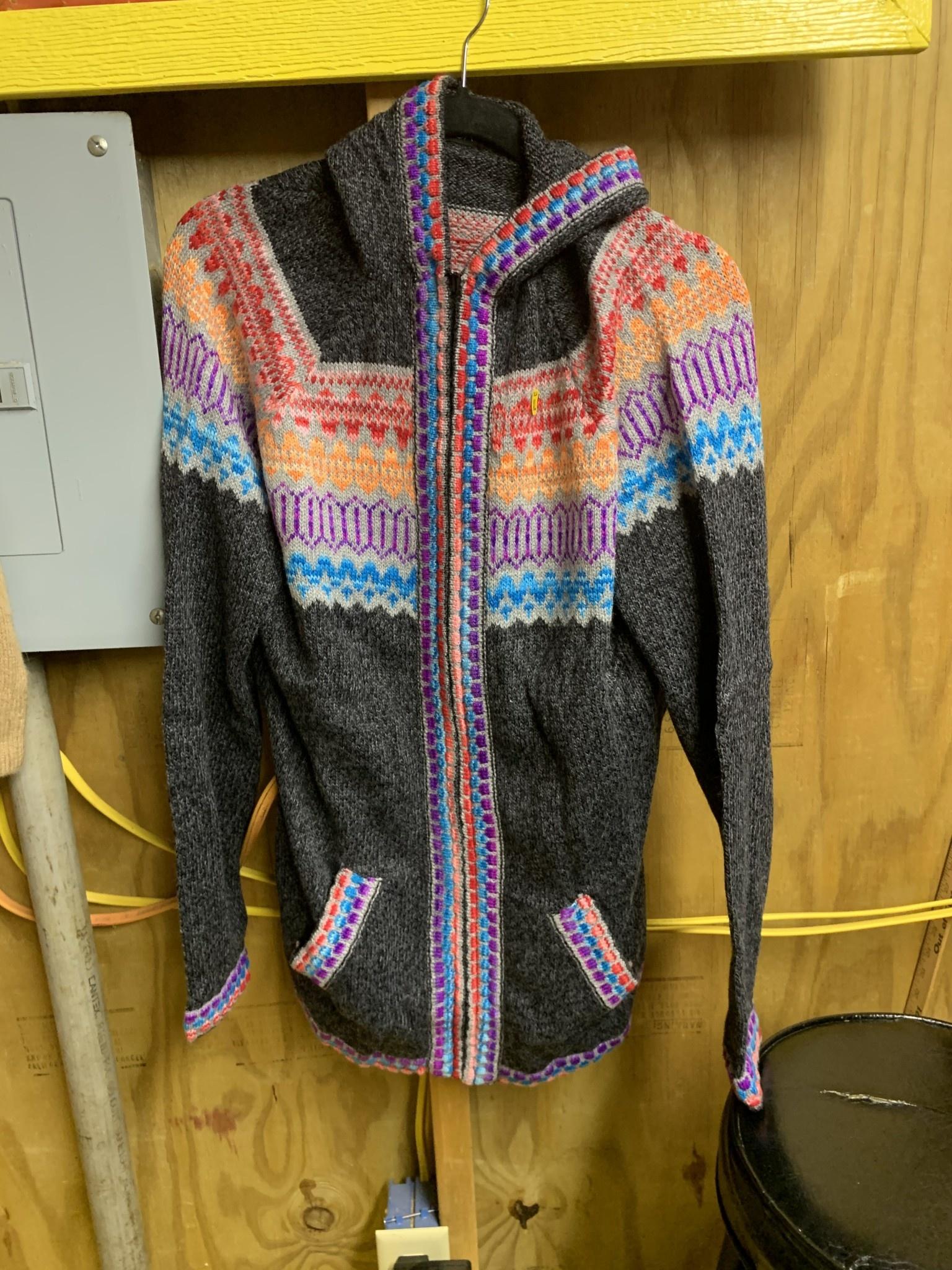 Alpaca Mall Alpaca Sweater, Dark gray with colorful Trim XL