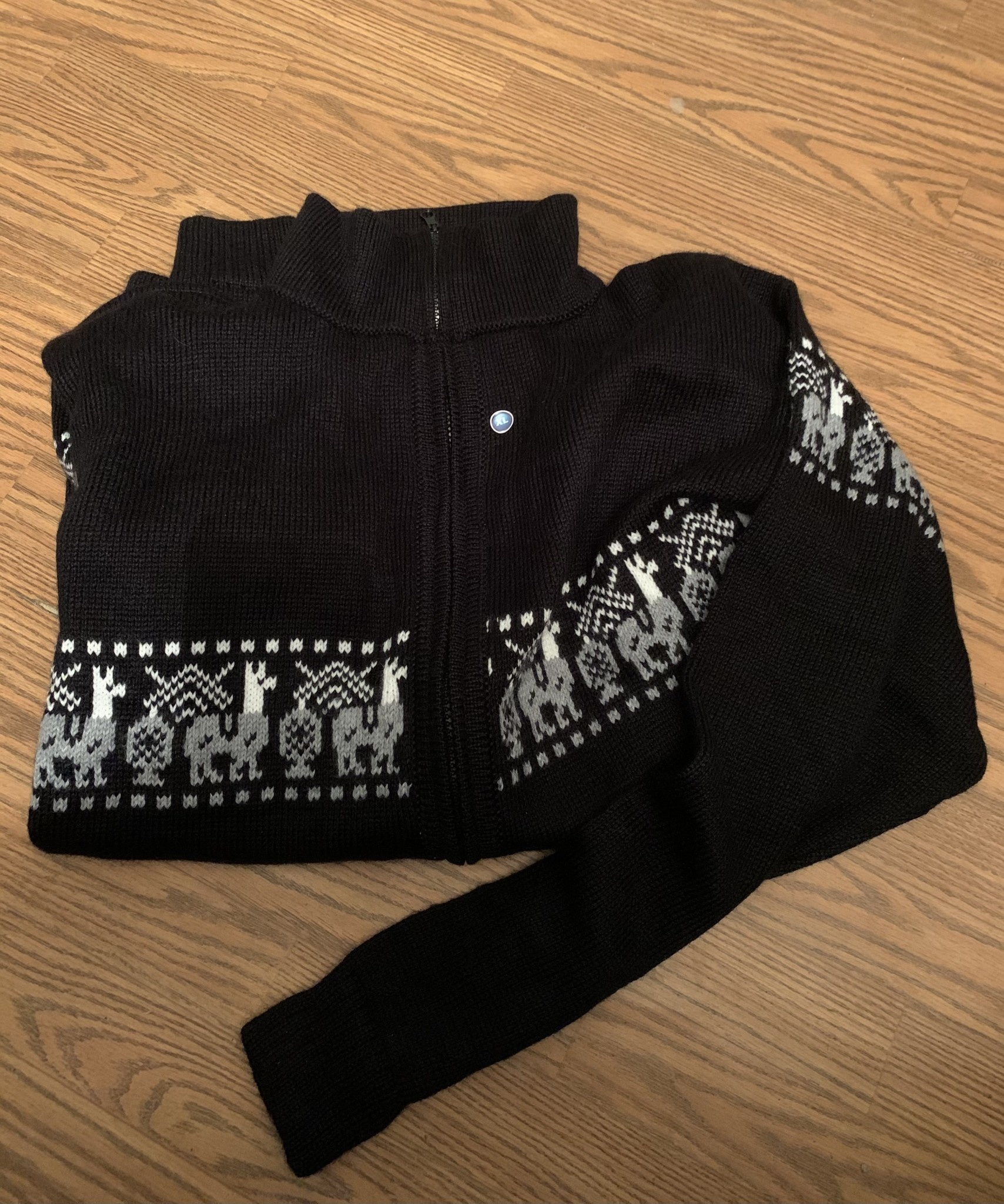 Alpaca Mall Alpaca Sweater, Black with White Design XL