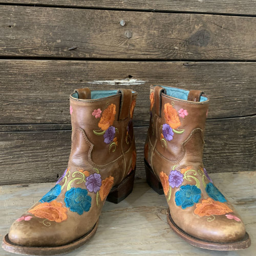 Corral Size 8.5 Embroidered Short Boot
