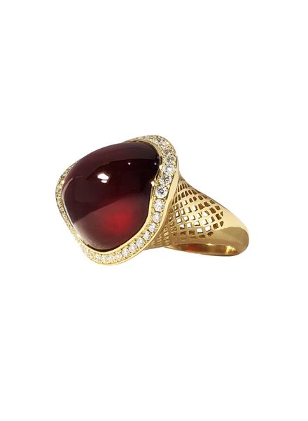 Asymmetric Garnet Ring