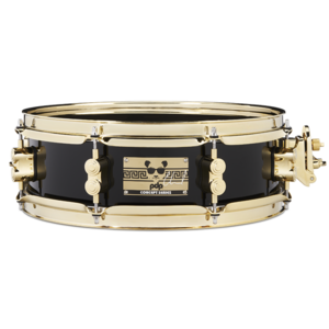 PDP PDP Eric Hernandez 6 Ply Maple Piano Black Lacquer w/ Gold HW Snare Drum