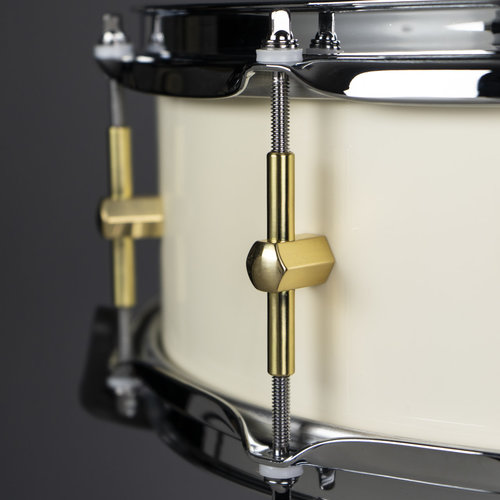 """Noble & Cooley Noble & Cooley Maple Solid Shell 5x14"""" Snare Drum - Antique White Reveal w/ Brass HW"""