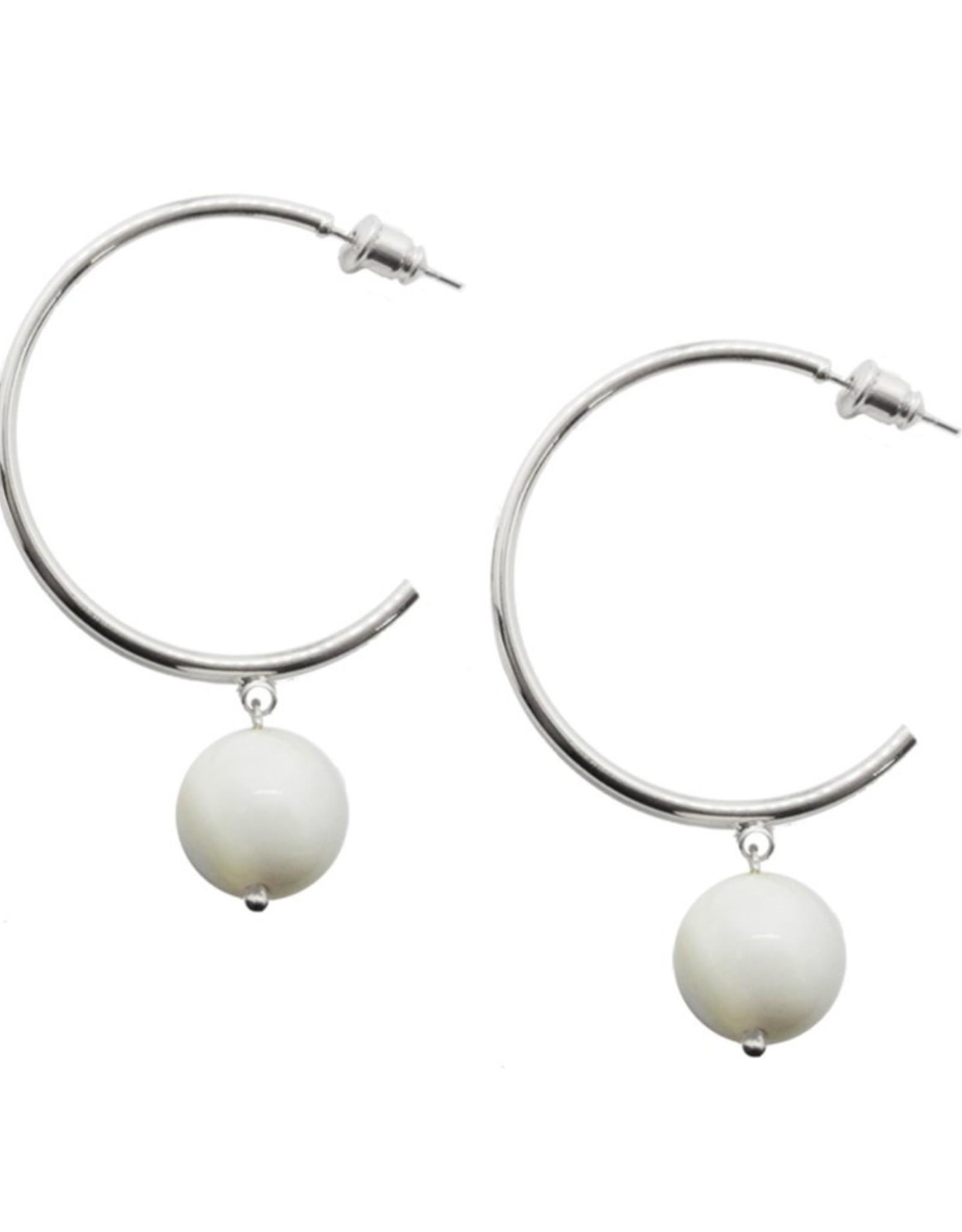 Boucles d'oreilles anneaux blanc et argent