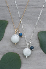 Collier Globe howlite et cyanite or