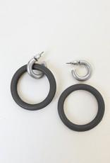 Anneau de bois sur anneau métallique  au fini usé-noir/argent