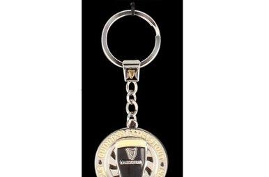 Guinness: Spinner Keyring