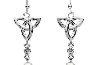 Earrings: Platinum Triquetra w/Pearl