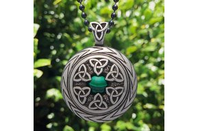 Pendant: Triquetra with Malachite