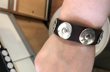 Bracelet: Leather Round Stud Black