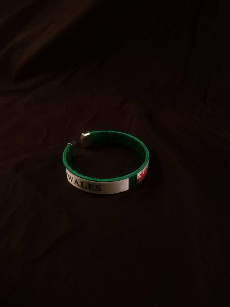 Bracelet: Satin Wales