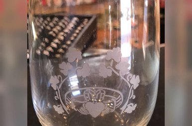 Glass: Stemless Wine 17 oz X4 Claddagh