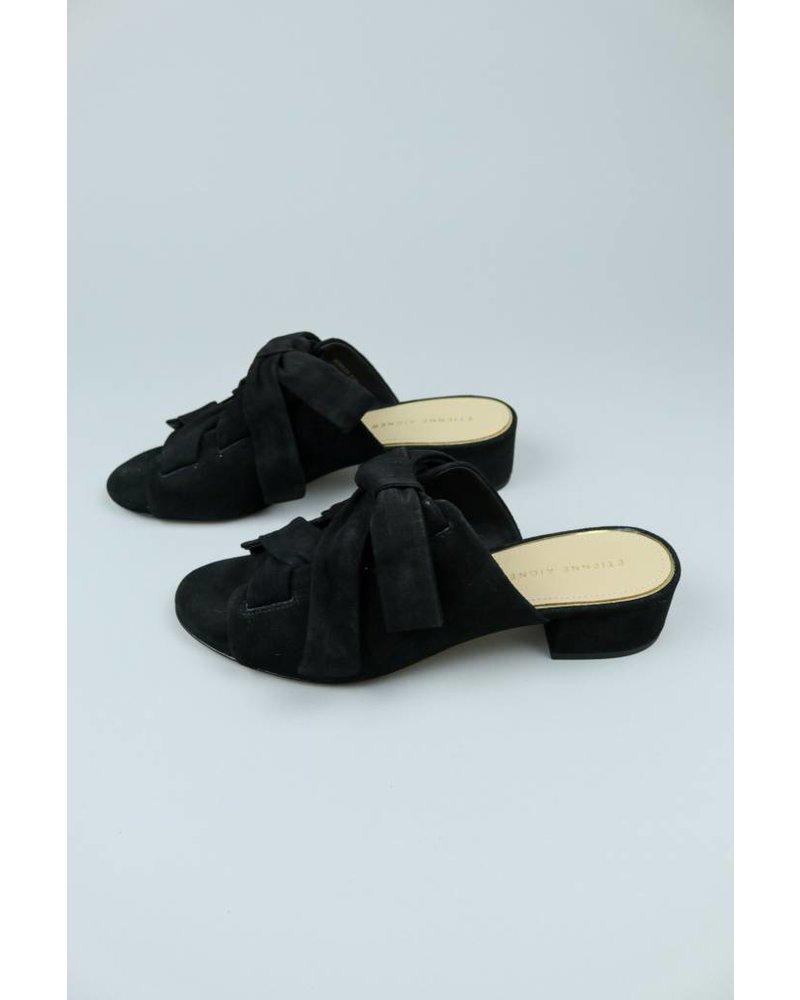 Bowed Mule Bermuda Shoe
