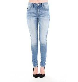 The Every Day Mid Rise Skinny - Light Wash