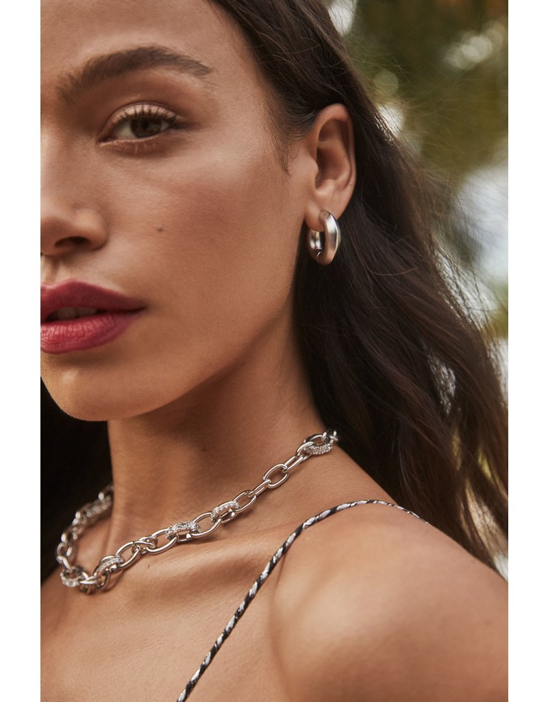 The Livy Chain Necklace in White Crystal