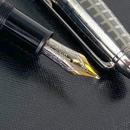 Montblanc Pre-Owned Montblanc Meisterstuck Solitaire Stainless Steel II 146 Fountain Pen