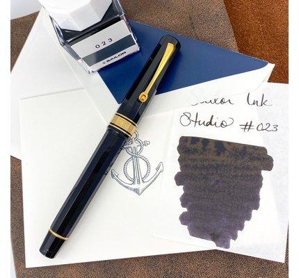 Pre-Owned Omas Milord Black Resin Fountain Pen Fine