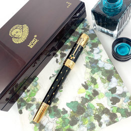 Montblanc Pre-Owned Montblanc Limited Edition Patron of the Arts Queen Elizabeth Fountain Pen