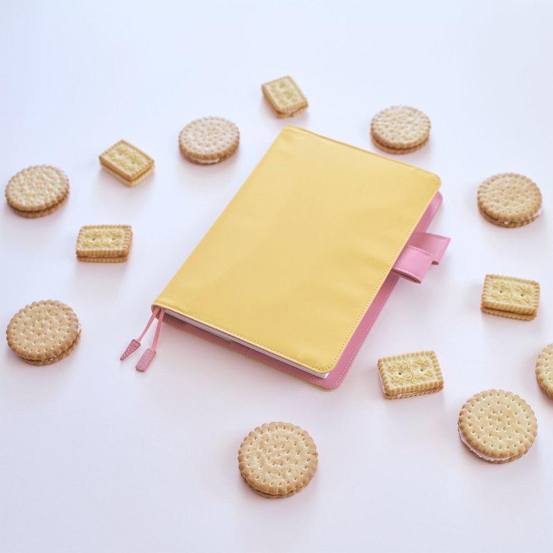 Hobonichi Hobonichi A5 Cousin 2021 Agenda Strawberry Biscuit