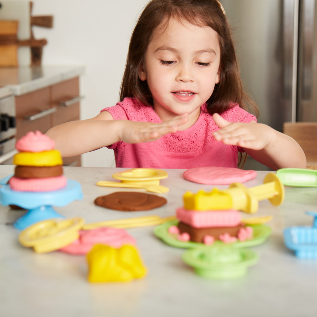 GREEN TOYS Green Toys Cake Maker Dough Set