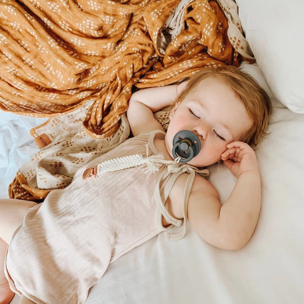 PRETTY PLEASE BOUTIQUE TEETHERS Ophelia || Macrame Pacifier Clip