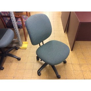 Green pattern desk chair on castors (11/8/18)