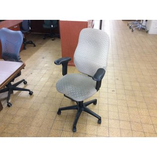 Beige pattern desk chair w/arms & castors (11/14/18)
