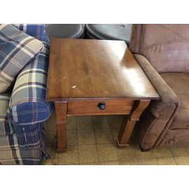 """24x28x25 1/4"""" Wood End Table (5/28/19)"""