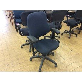 Blue desk chair w/arms & castors (12/10/19)